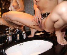 ラブホの洗面台で恥ずかしそうにオシッコしてる女の子の放尿姿画像22枚