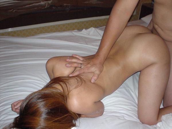お尻に日焼け跡ある女の子とバック(後背位)セックス 14