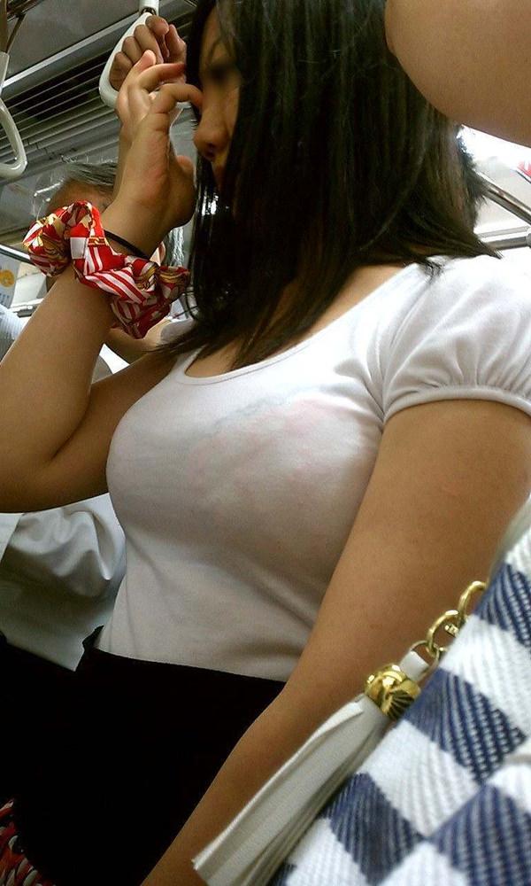 透けブラしてる素人の着衣巨乳 1