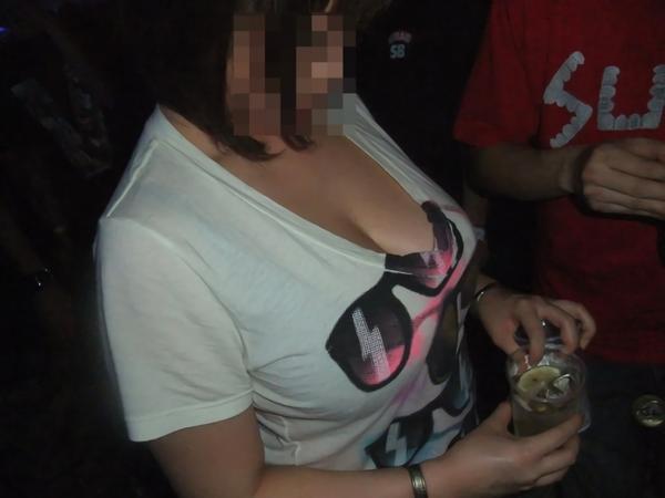 透けブラしてる素人の着衣巨乳 2