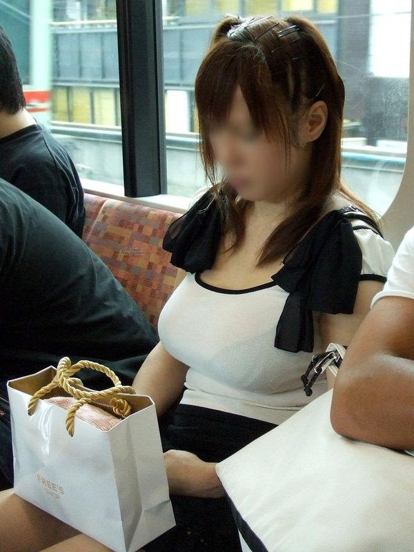 透けブラしてる素人の着衣巨乳 8