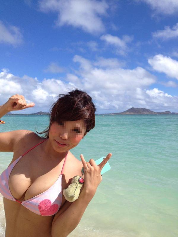 ビーチやプールに居た巨乳の水着素人 31
