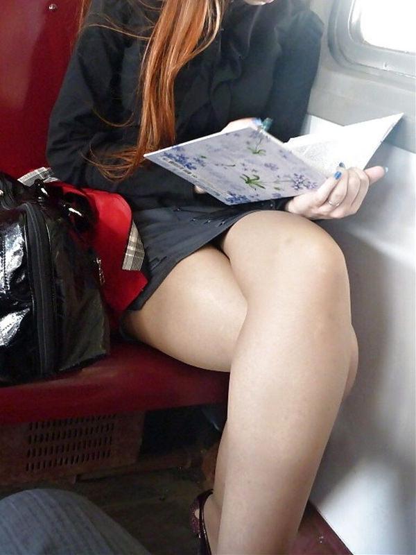 電車内で撮った素人の太もも 6