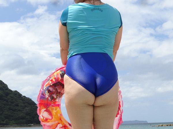 素人熟女の水着姿 1