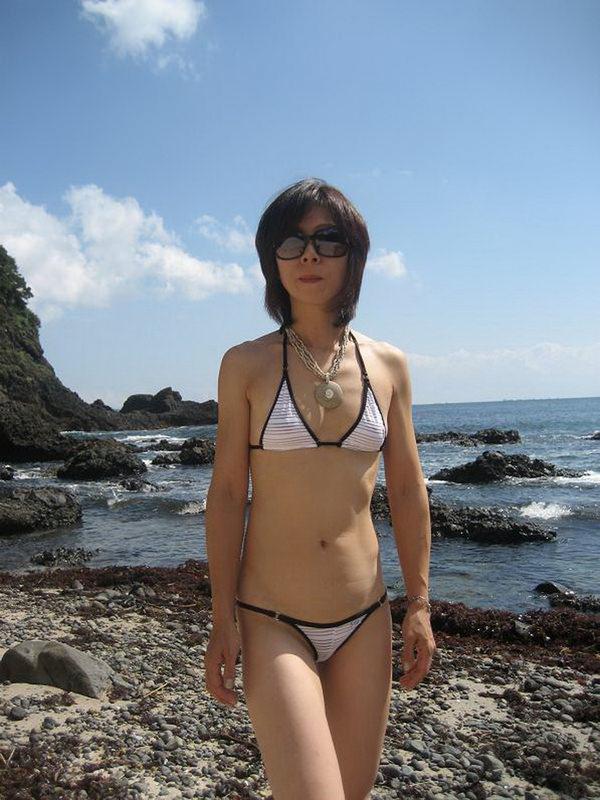 素人熟女の水着姿 5