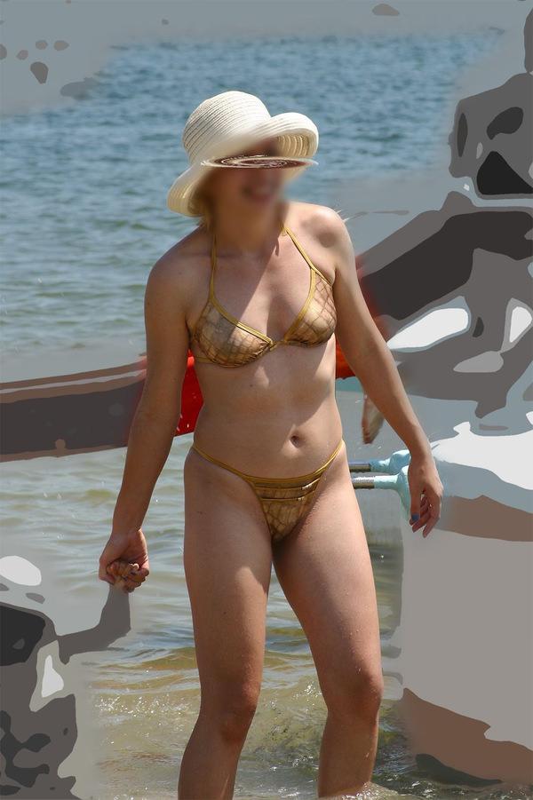 素人熟女の水着姿 10