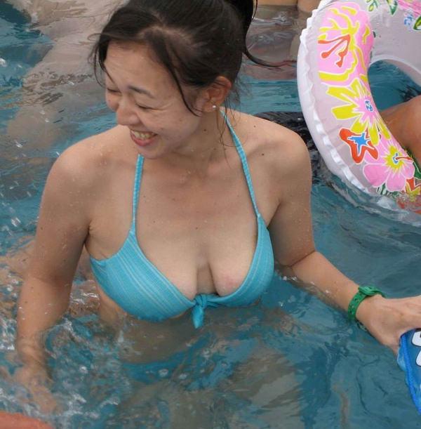 素人熟女の水着姿 20