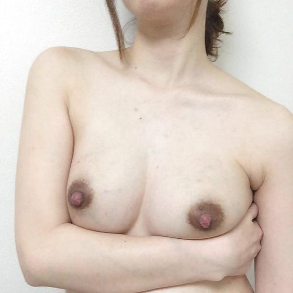 素人の黒乳首の自撮り 8
