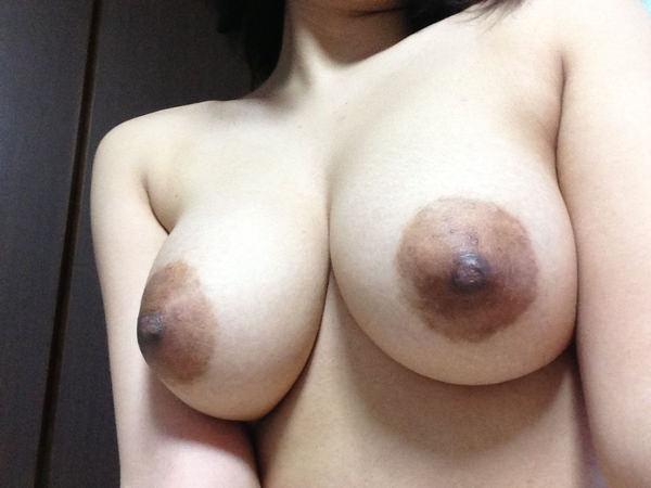 素人の黒乳首の自撮り 11