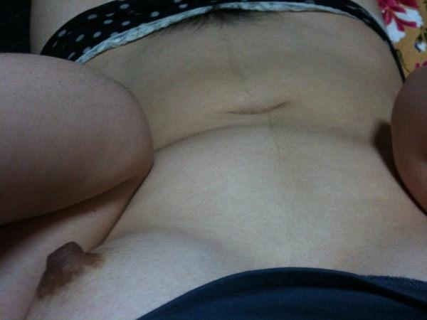 素人の黒乳首の自撮り 20