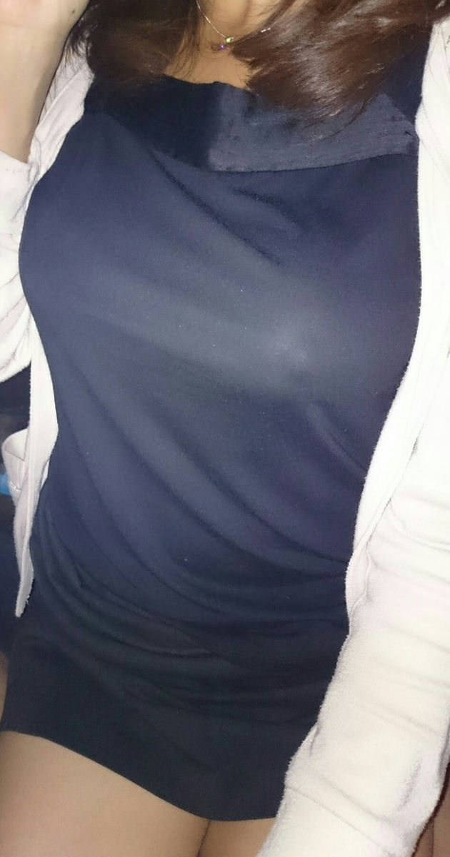 素人のノーブラ透け乳首 6