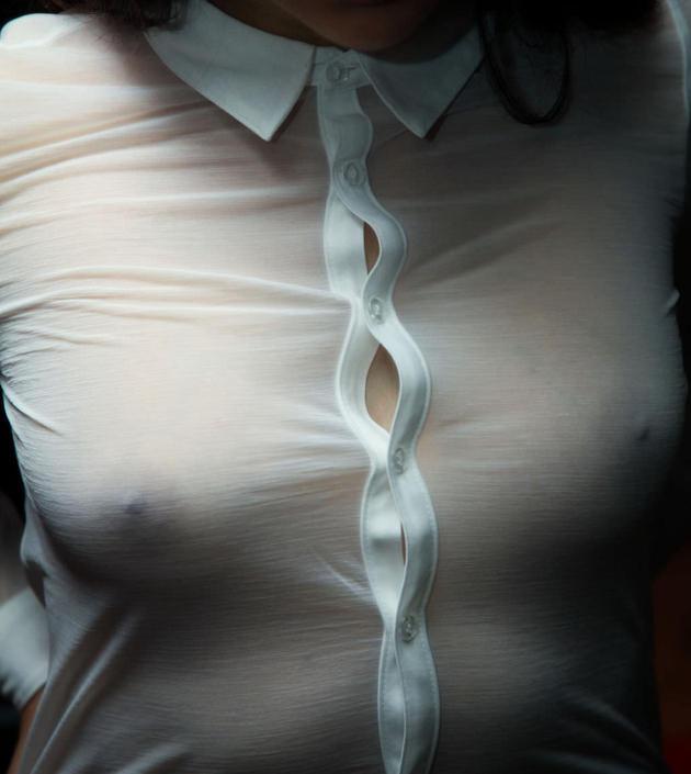 素人の透け乳首してる着衣自撮り 13