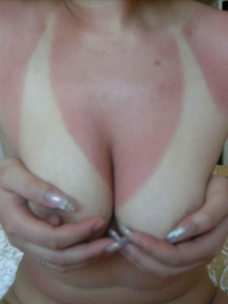 日焼け跡のある素人美乳 21