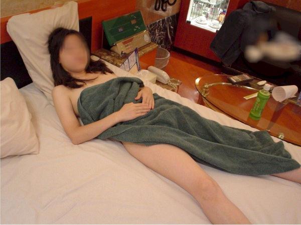ラブホでお風呂上がりにバスタオル一枚の素人 4