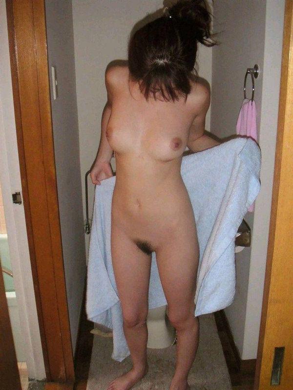 ラブホでお風呂上がりにバスタオル一枚の素人 38
