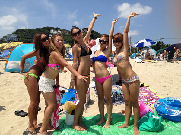 ビーチ撮りの水着素人の集合写真 5