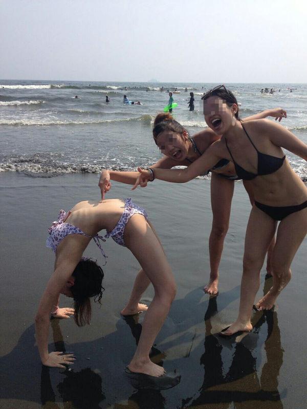 ビーチ撮りの水着素人の集合写真 11