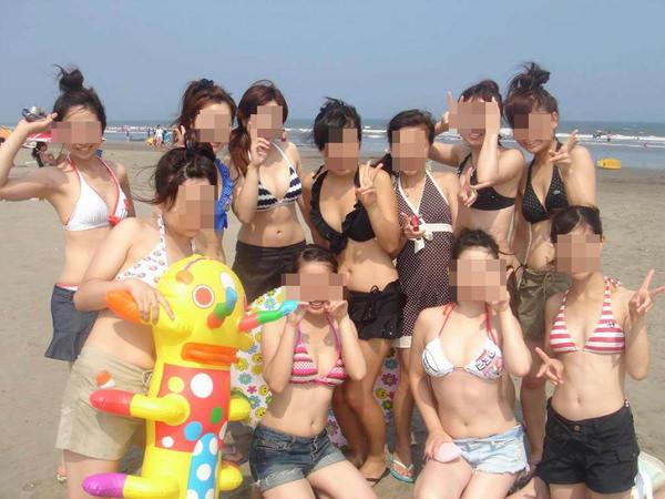 ビーチ撮りの水着素人の集合写真 19