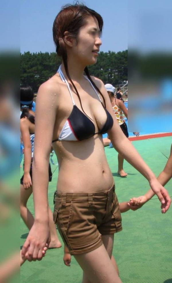 スレンダー巨乳の素人水着ギャル 24