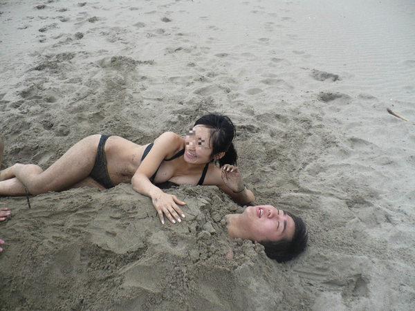 水着や体が砂まみれの素人 5