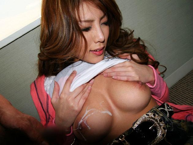 美乳にパイ射 36