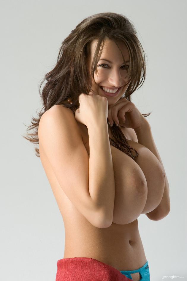 超爆乳の外国人女性 16
