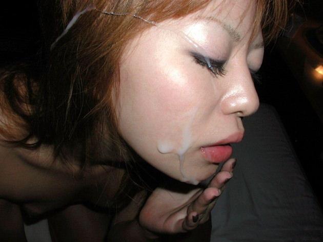 跪かせた女に顔射 25