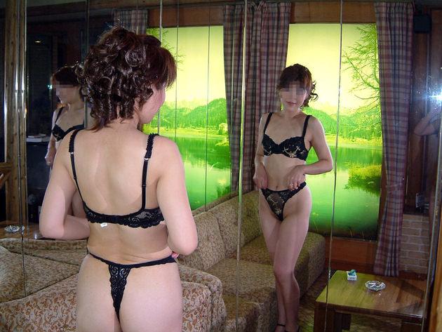 ラブホで黒下着の素人熟女 2
