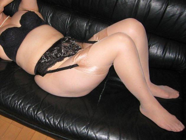 ラブホで黒下着の素人熟女 13