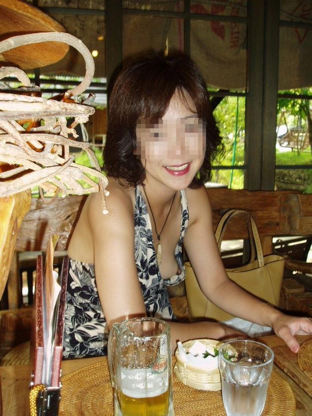 素人熟女の乳首チラ 5