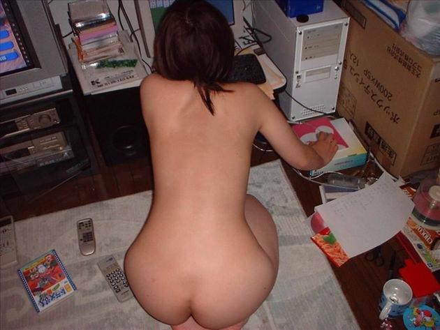 素人の家庭内全裸 17