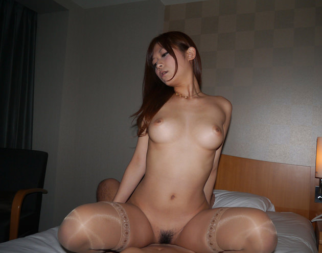 美女の騎乗位セックス 14