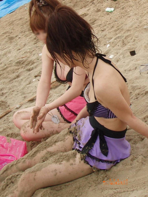 【素人】貧乳女子、水着でも浮きブラで乳首チラしてしまう・・・ 画像20枚