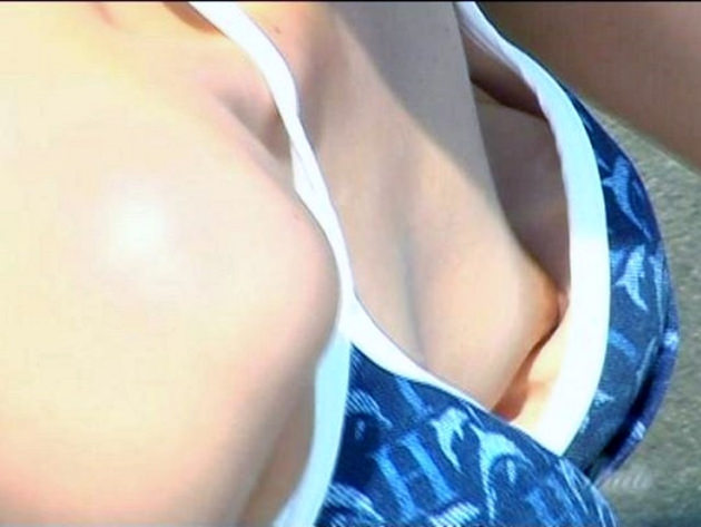水着の浮きブラで乳首チラ 17