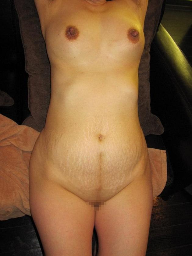 妊娠線のある素人のお腹 17