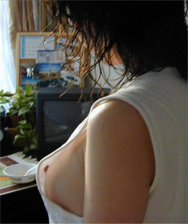 素人のノースリーブ脇の乳首チラ 9