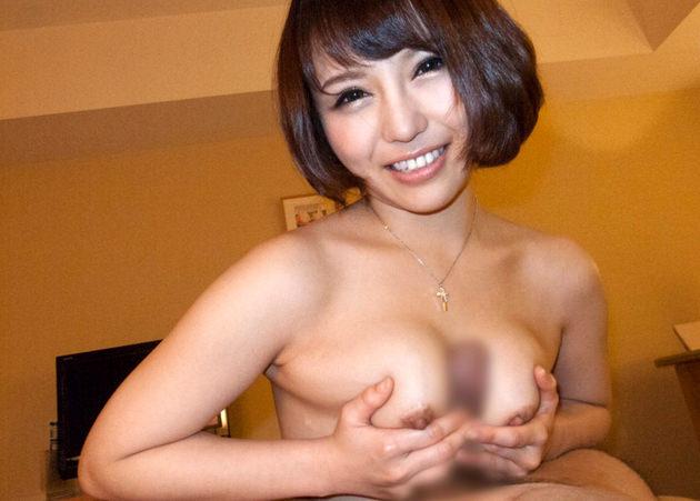 笑顔でパイズリしてくれる女の子 10
