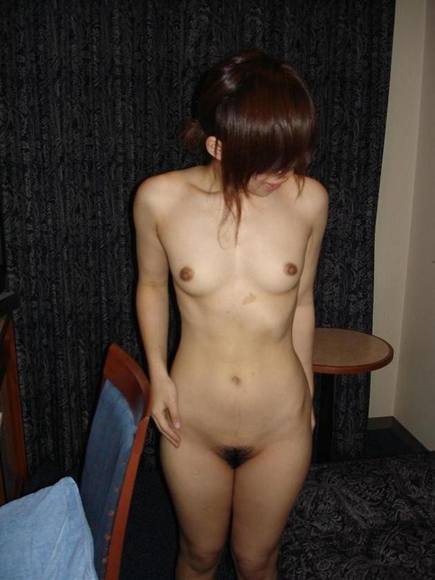 一般体型素人の全裸 16
