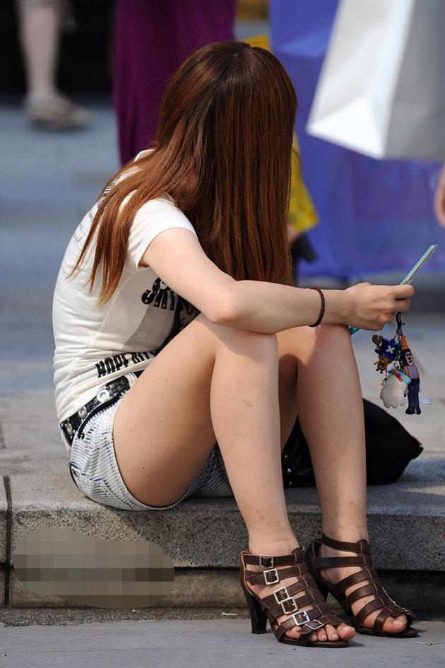 街撮りの素人美脚 1