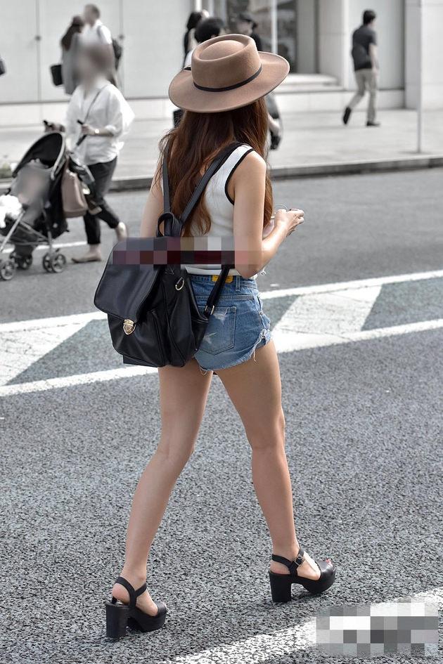 街撮りの素人美脚 3