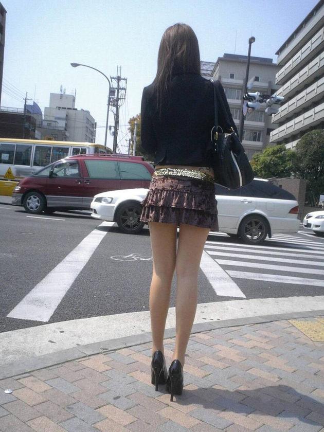 街撮りの素人美脚 7