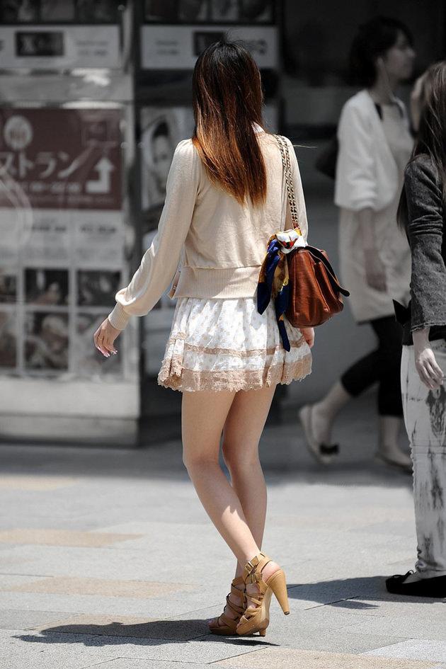 街撮りの素人美脚 18