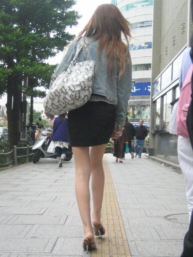 街撮りの素人美脚 20