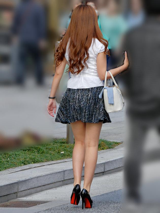 街撮りの素人美脚 26