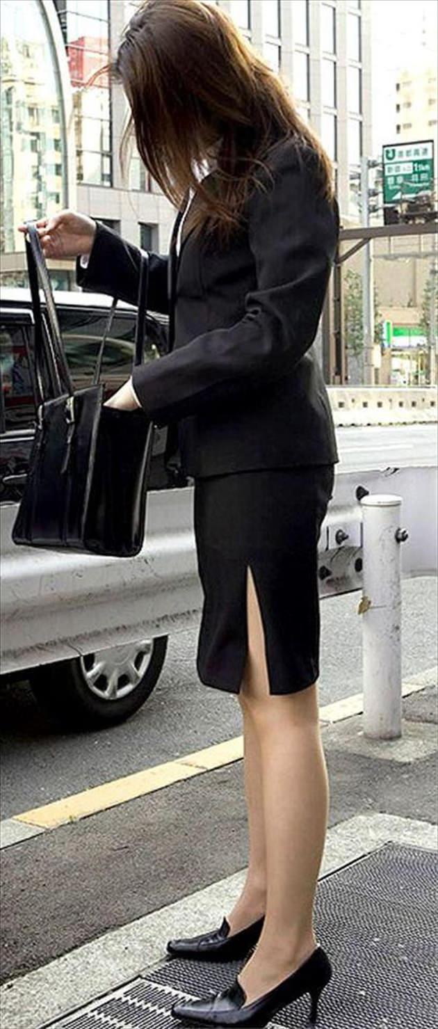 街撮りの素人美脚 29