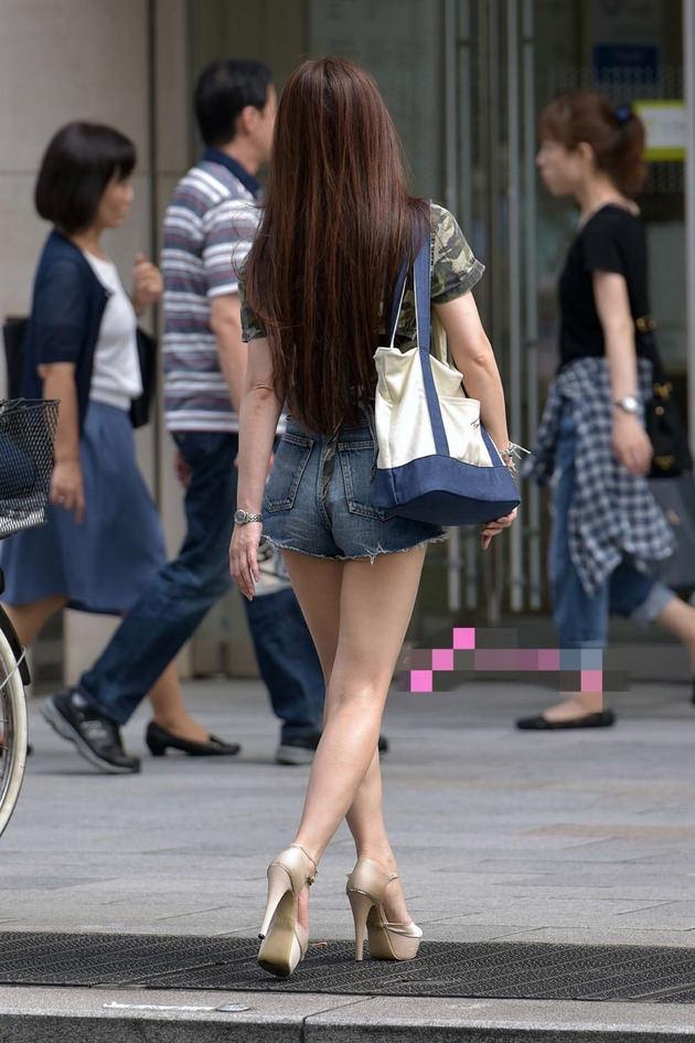 街撮りの素人美脚 31