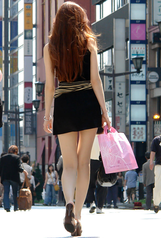街撮りの素人美脚 32