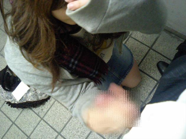 素人の着衣手コキ 6
