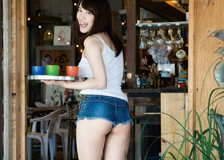 画像☆Fカップ都丸紗也華さん、尋常じゃないほど半ケツを晒すwwwww