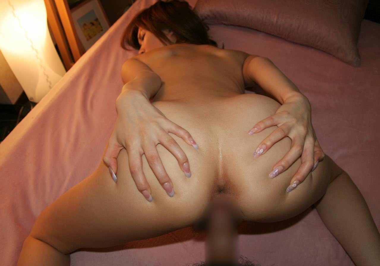 【バック主観】奥まで突いて欲しいから自ら両手でお尻を広げて後背位セックス 画像11枚